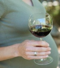 preggas-woman-drinking