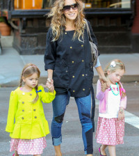 Sarah Jessica Parker takes her girls and her amazing smile to school