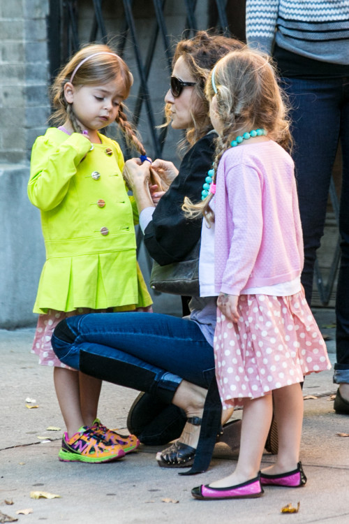 Sarah Jessica Parker takes her girls and her amazing smile to school - Part 2