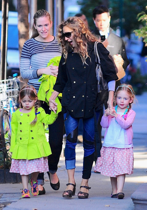 Sarah Jessica Parker walks hand in had with the twins **USA, Canada, Australia ONLY**